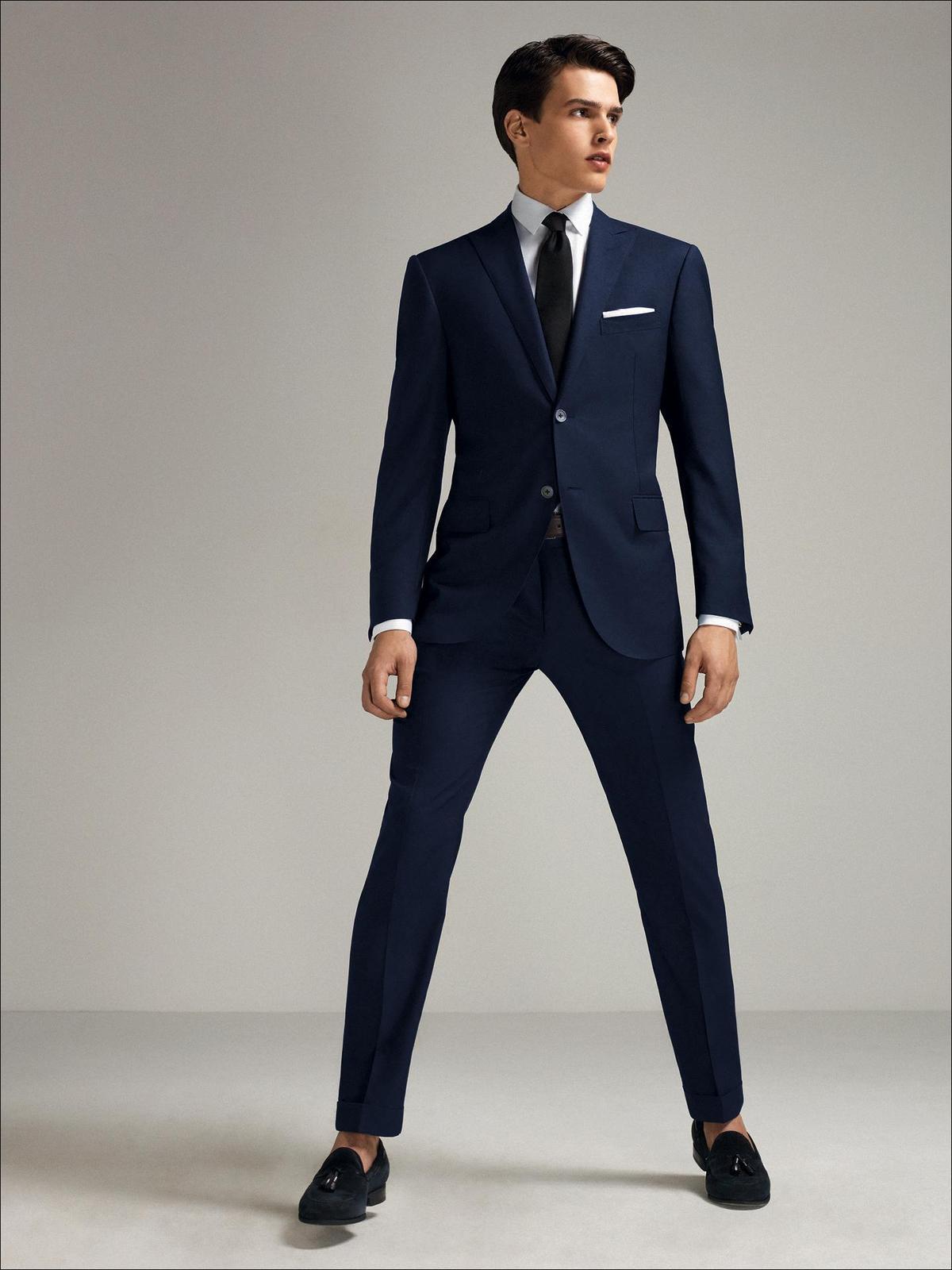 skor till mörkblå kostym