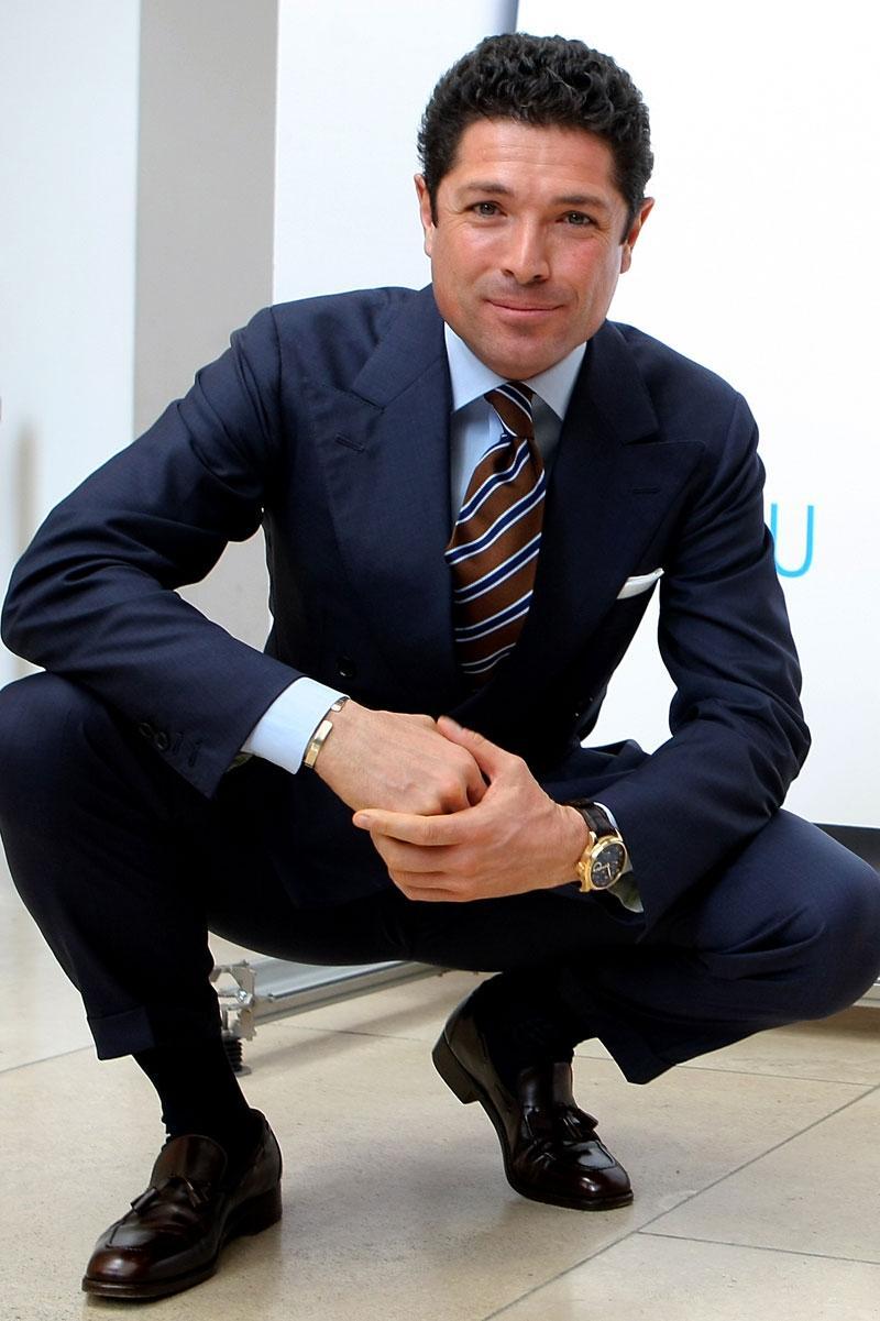 slips till mörkblå kostym