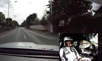 Superproffsiga föraren häver läskig sladd – i 240 km/h