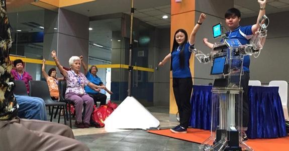 Robot-pt:s åt Singapores seniorer