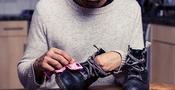 Så putsar du skorna
