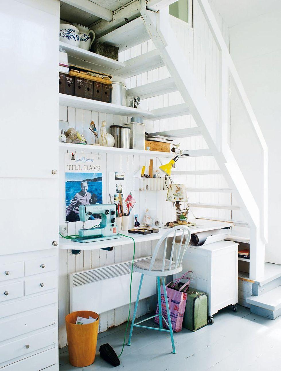 """10 idéer för det """"omöjliga"""" utrymmet under trappan – hus & hem"""