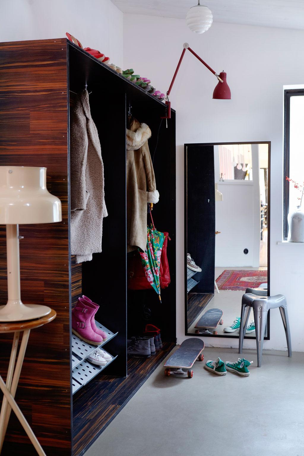 Platsbyggd garderob i hallen Hus& Hem