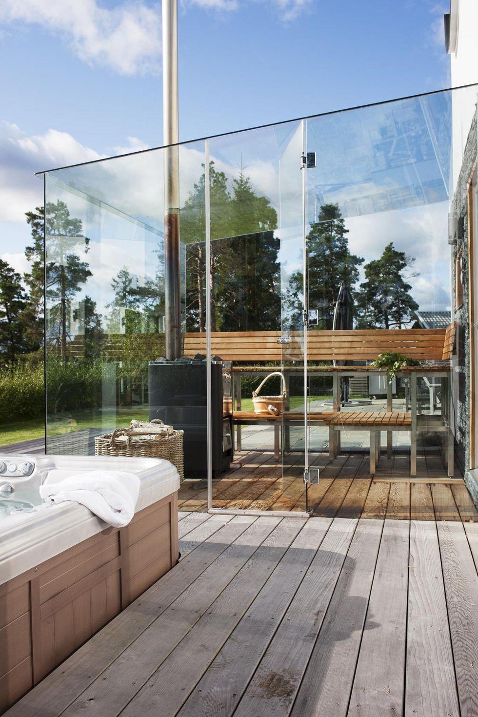 Utomhusspa med bastu av glas – hus & hem