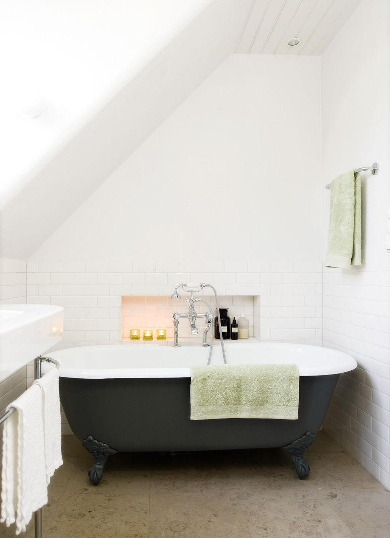Modernt badrum med 20 talstouch – hus & hem