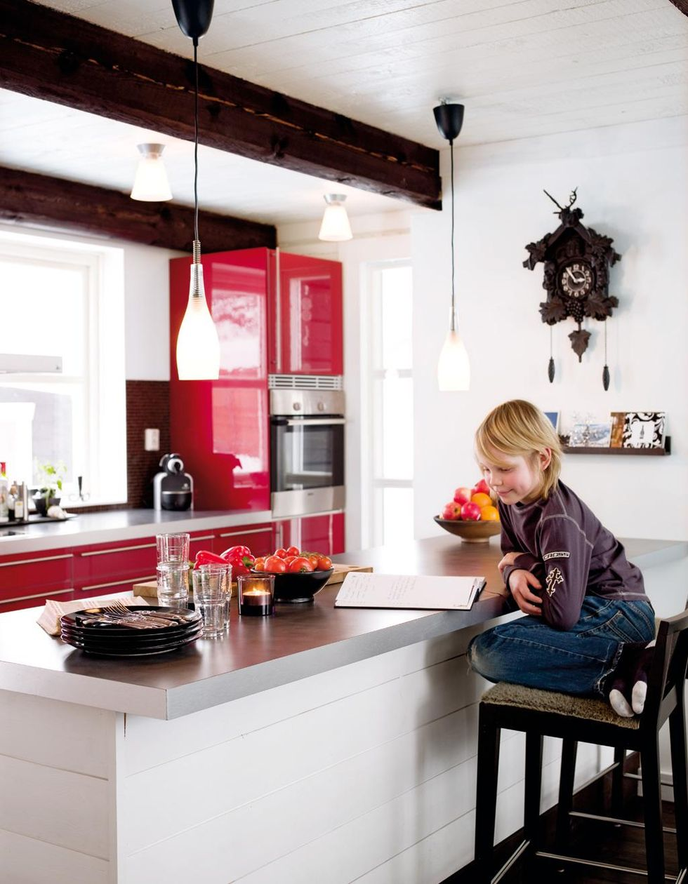 Kok Lampor : design lampor kok  scott sitter vid den platsbyggda kokson med
