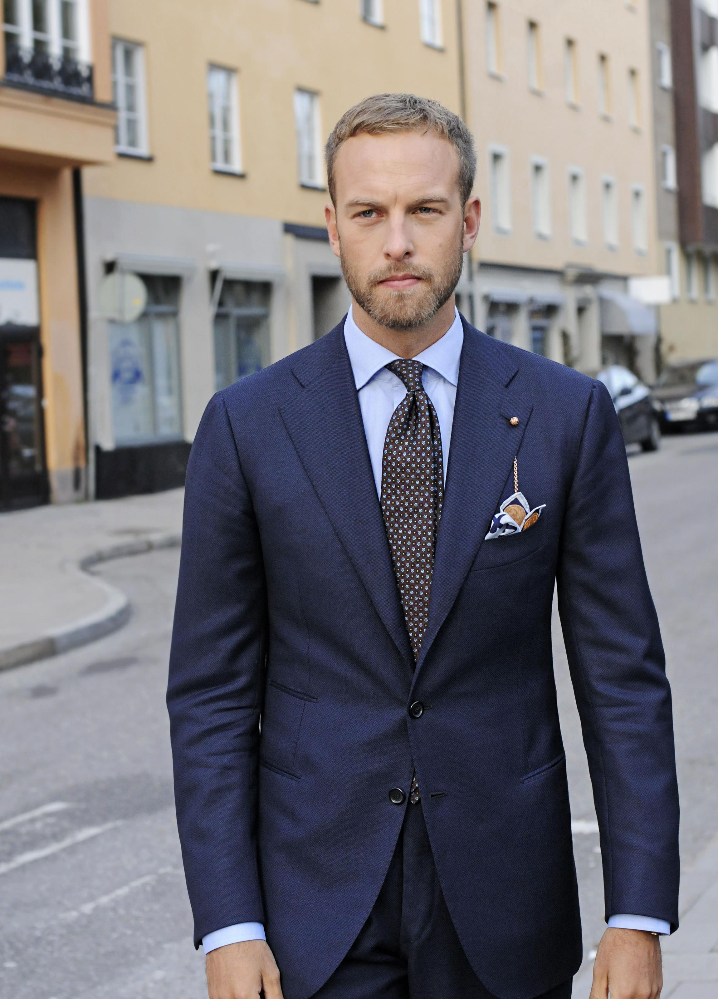 slips till grå kostym