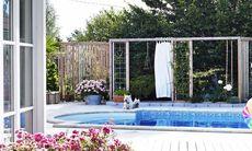 Bygg ett plank runt poolen och hindra insyn