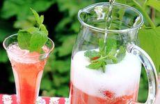 Sommarsvala drycker i karaff