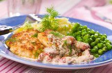 Enkel paella och fiskfärsbiffar med kräftsås i veckans meny