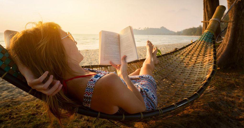 Sommarläsning: Här är redaktionens favoriter bland böcker och möbler