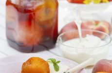 Vaniljkokta persikor