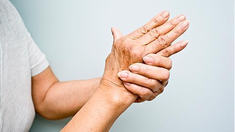 reumatism symptom händer