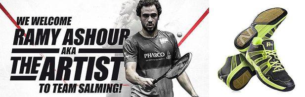 Salming signar en av världens bästa squashspelare