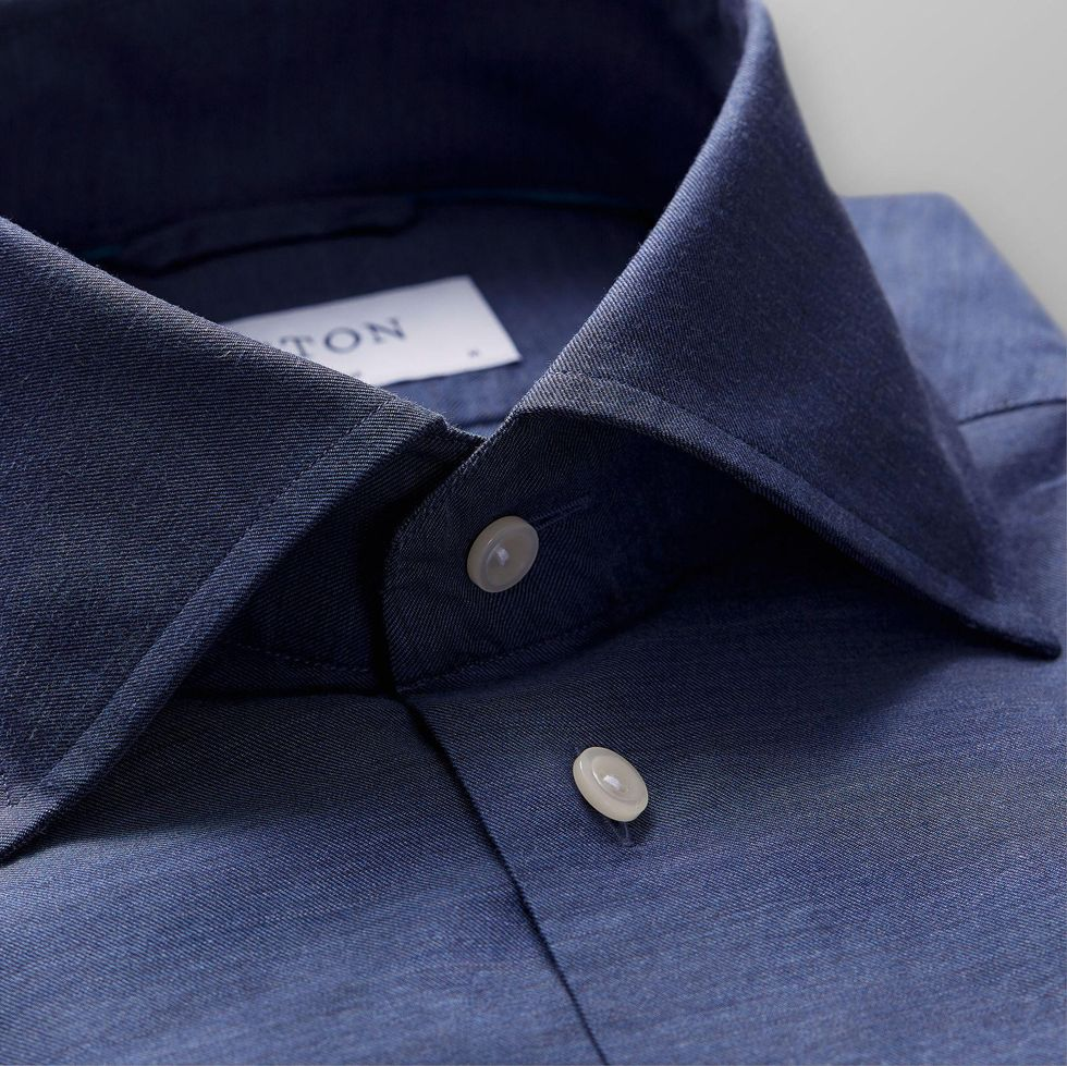 Modellen i mörkblå flanell som kan vara perfekt att kombinera med mörkblå  kostym och slips i samma ton. 771bdec81928d