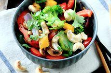Wokade grönsaker med cashewnötter