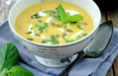 Pumpasoppa med curry och jordnötter