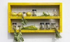 Gör det själv: Kryddhyllan som håller kvar sommarkänslan