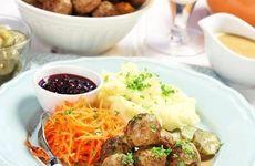 Finfin helgmeny med köttbullar, gräddsås och chokladdessert