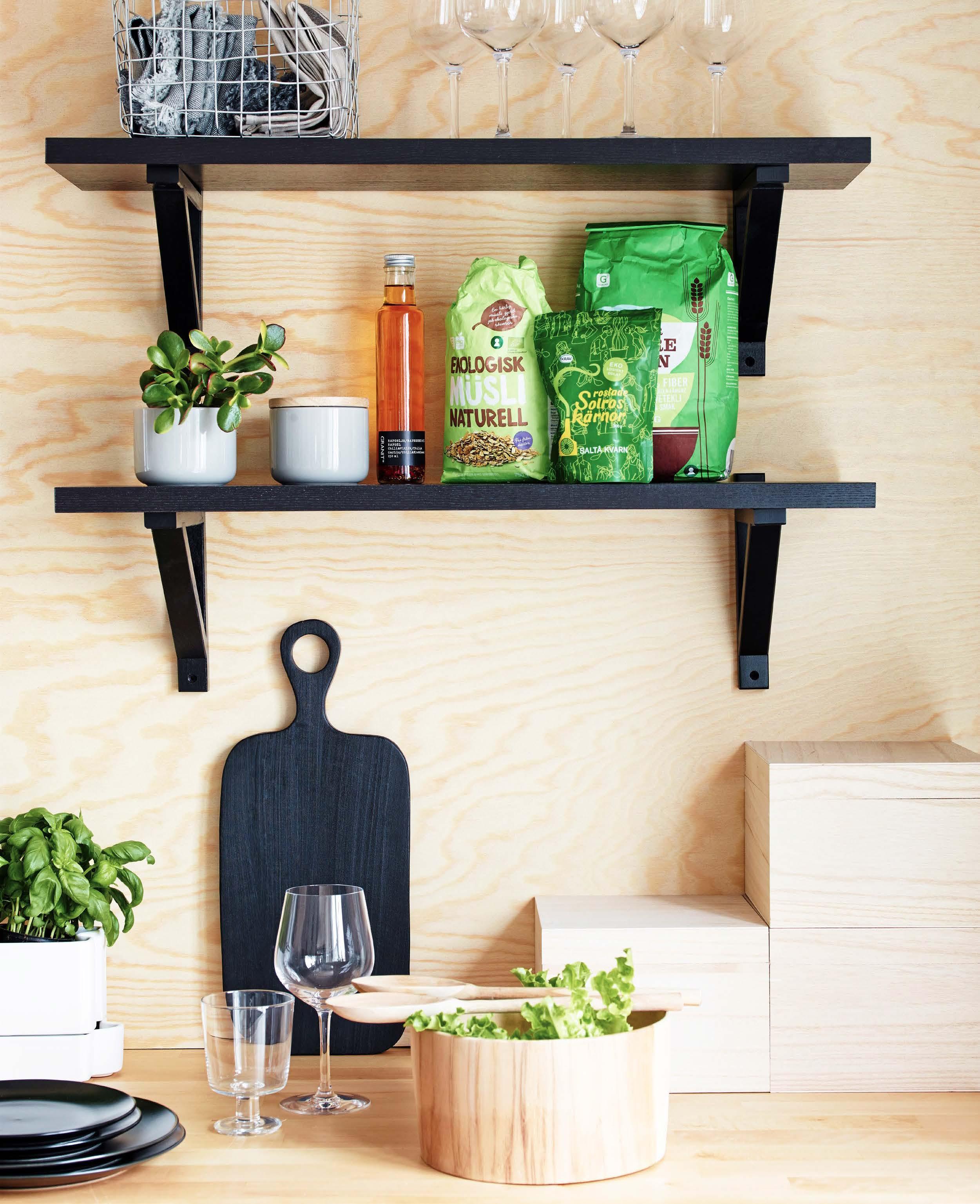 Sobert svart och minimalistiskt k̦k Рs̴ fixar du stilen Рhus & hem
