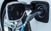 BMW snabbar på elbilssatsningen – men har inte glömt bränslecellsbilarna