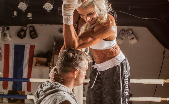 Experten: Träna bort knastrande nacke