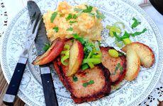 Stekt kassler med rotfruktspuré och picklad purjolök