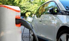 Forskarna förvånade: Priset på elbilsbatterier minskade med 35 procent på ett år
