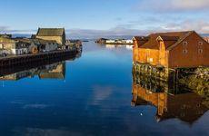 Följ med till Lofoten - en oförglömlig resa i Midnattssolens land!