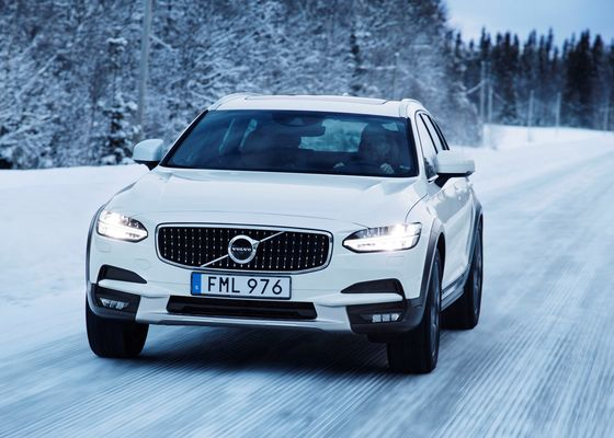 203103_Volvo_V90_Cross_Country.jpg