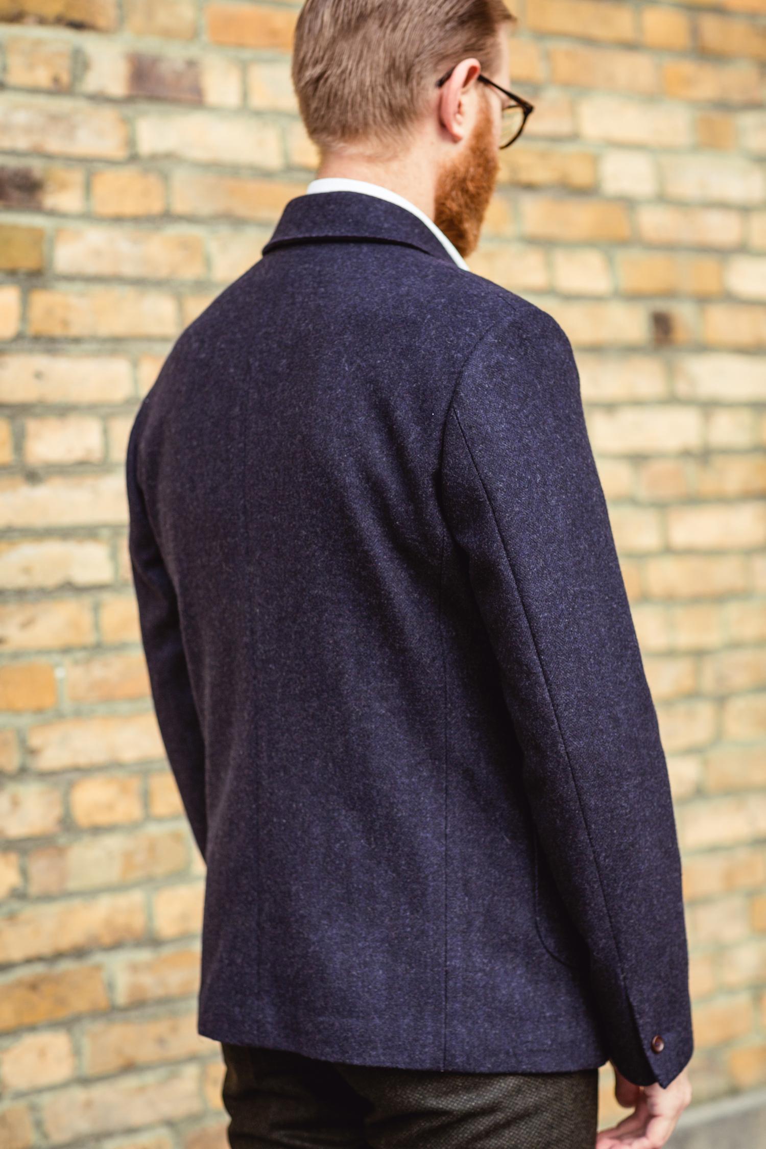 Det skall lätt gå att bära en tröja eller cardigan under men efter en liten  justering i ryggen så blev den bra. d9a85935222e7