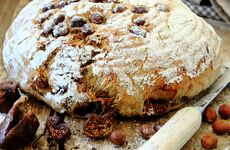 Kalljäst frukt- och nötbröd i korg