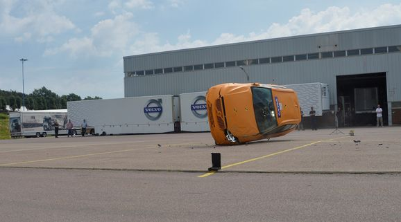205037_The_new_Volvo_XC60_Crash_tests.jpg
