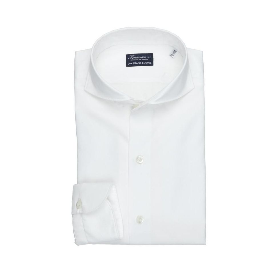 En härlig hybrid mellan formellt och ledigt signerat Finamore x Frans  Boone. En vit skjorta med fullspreadkrage men med okonstruerad a7640af5795b8