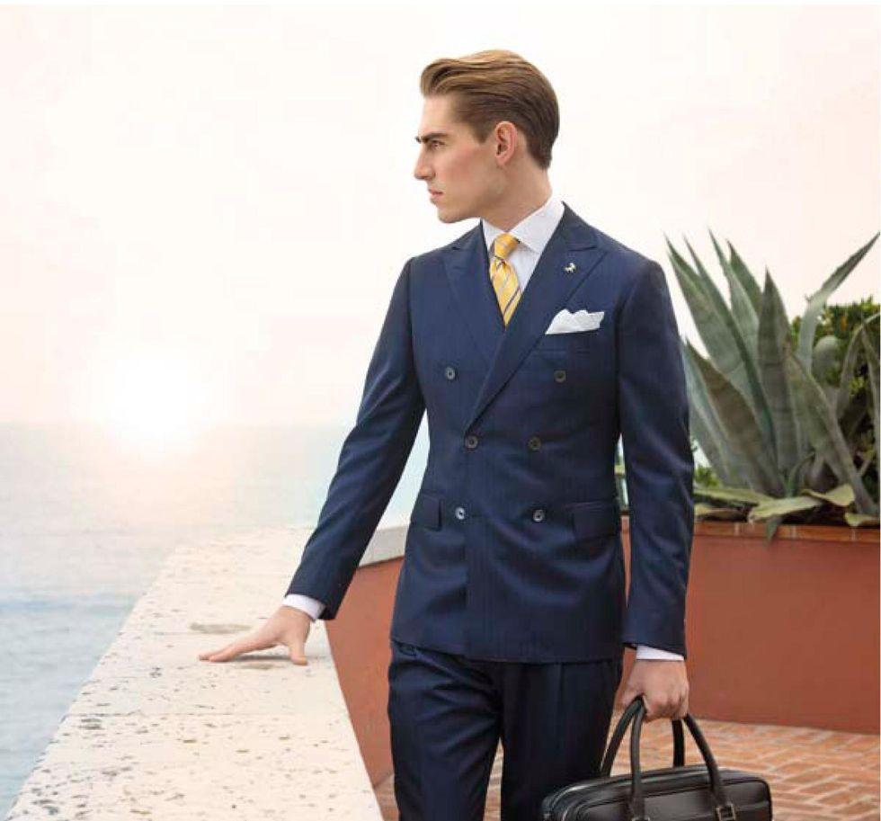 liten och nätt eskort kostym
