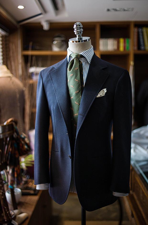 Vi går vidare i serien om garderobens hörnstenar och dagens inslag kanske  är det viktigaste av dem alla. Om jag fick välja endast ett plagg att  investera ... 1c5e347932801