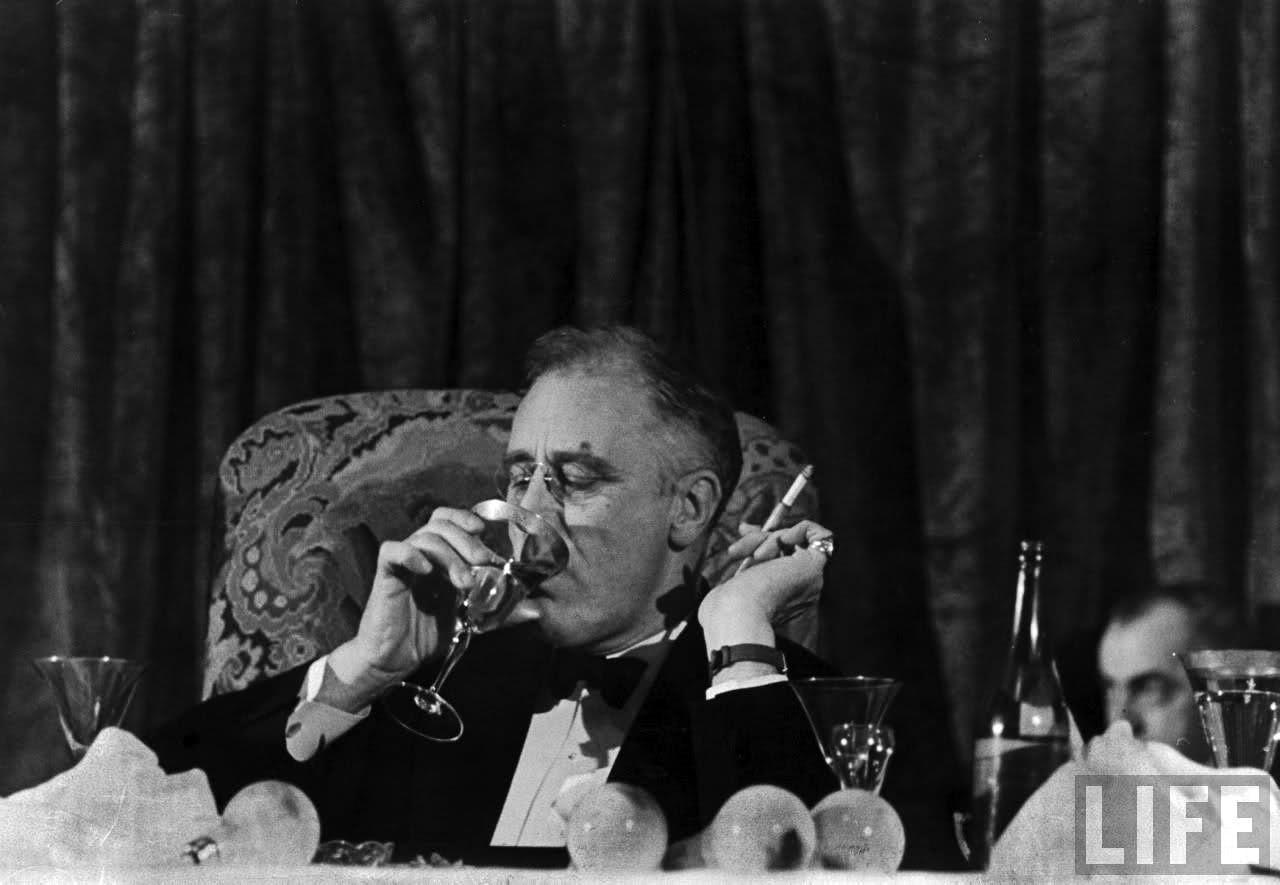 Franklin D. Roosevelt med armbandsur till smoking. eed126039631a