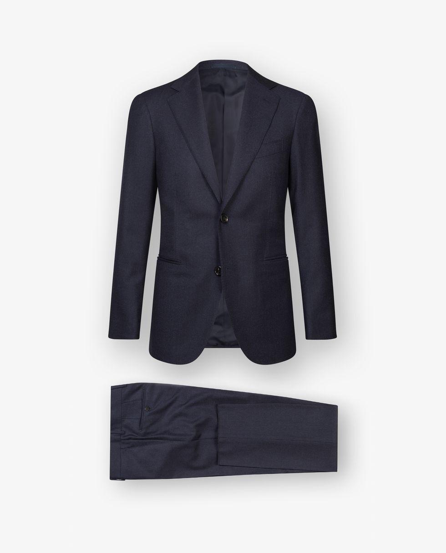 En enkelknäppt kostym i mörkblå ull med birdseye-mönster är perfekt som  baskostym. 24f0b9d4b6424