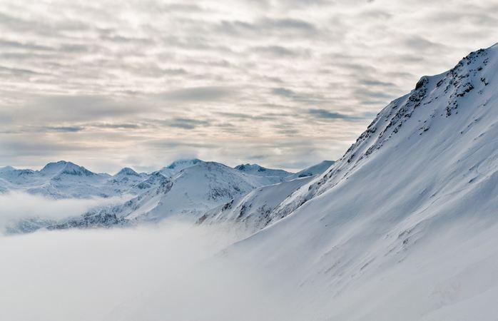 Har ar de dyraste och billigaste skidorterna