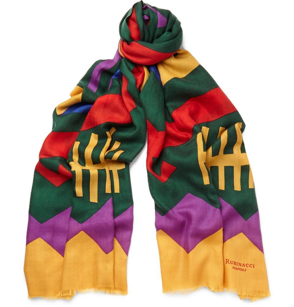 Rubinacci och inte minst representanten Luca är starkt förknippat med färg  och mönster som vi ser ett tydligt exempel på här i form av en kashmirscarf  i ... a52f58b71d012