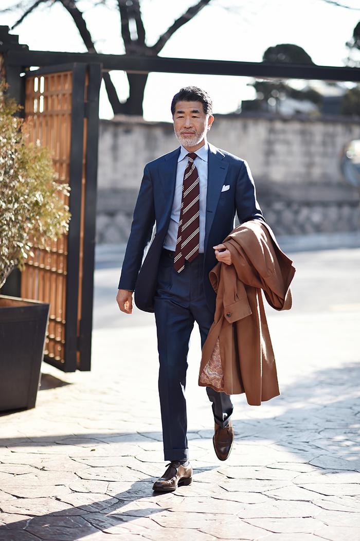 En mörkblå kostym är bland med mest mångsidiga plagg man kan sy upp. Satsa  hellre på att spara lite längre och få precis det du vill ha då det skall  vara en ... 803f536cf8e69
