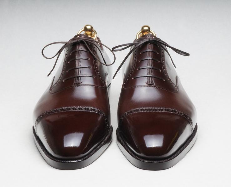 När det kommer till kostym eller stil i allmänhet är det skorna som sätter  tonen. Inte ens en skräddarsydd kostym för tiotusentals kronor kan rädda ... b005a9e4aede5