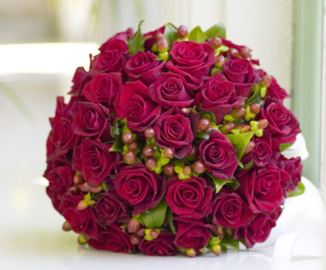 nio röda rosor