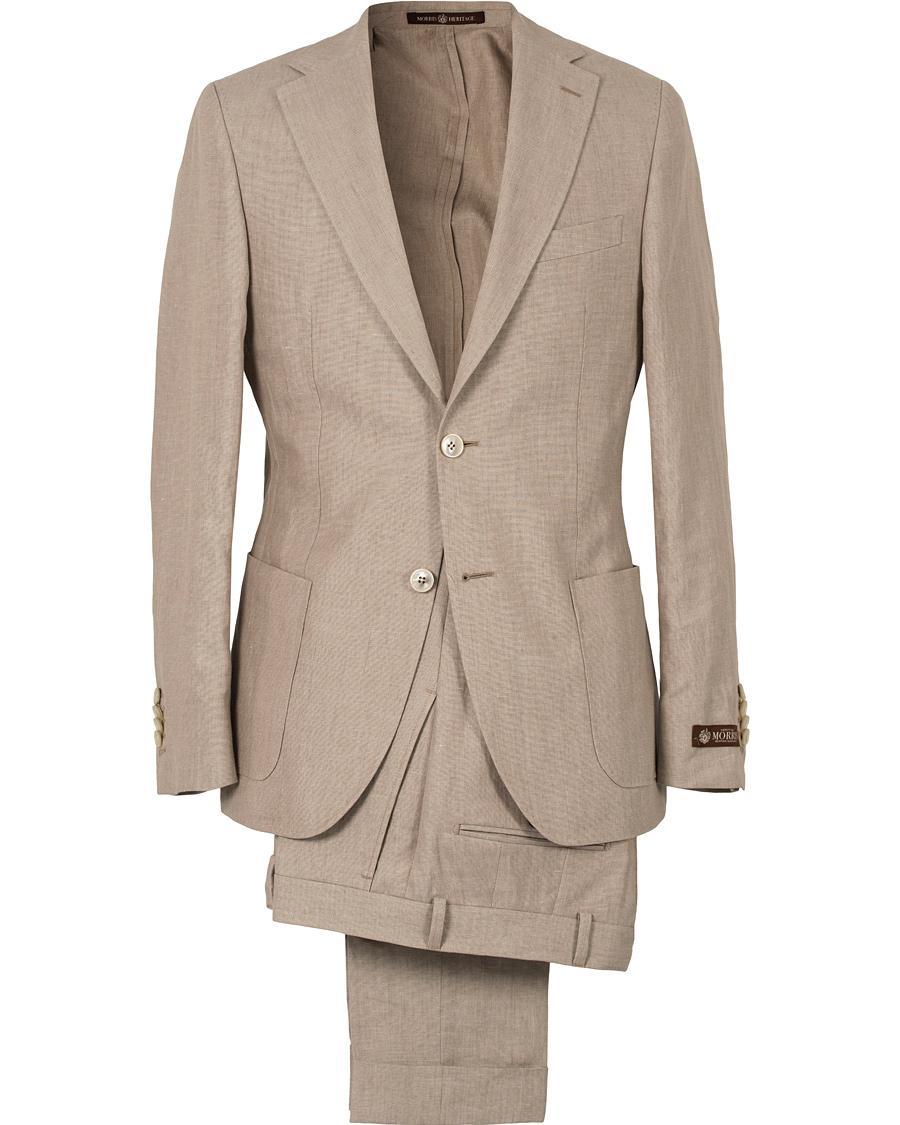 Khakifärgad kostym från Morris topplinje Heritage i en väv av bomull och  linne från italienska Angelico. Ett utmärkt alternativ för en sommarfest  eller ... b7f8444bdbc0c