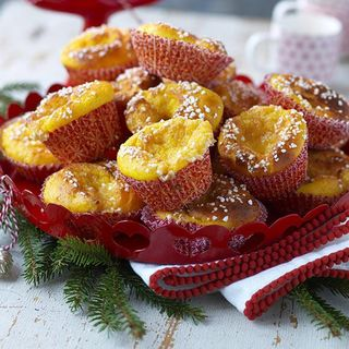 glutenfria lussebullar med mandelmassa