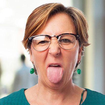 svullen tunga ont i halsen